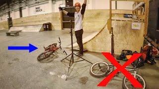 Trials Riding in the indoor Skatepark
